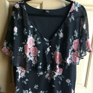 Torrid womens v neck floral shirt size 2 2x